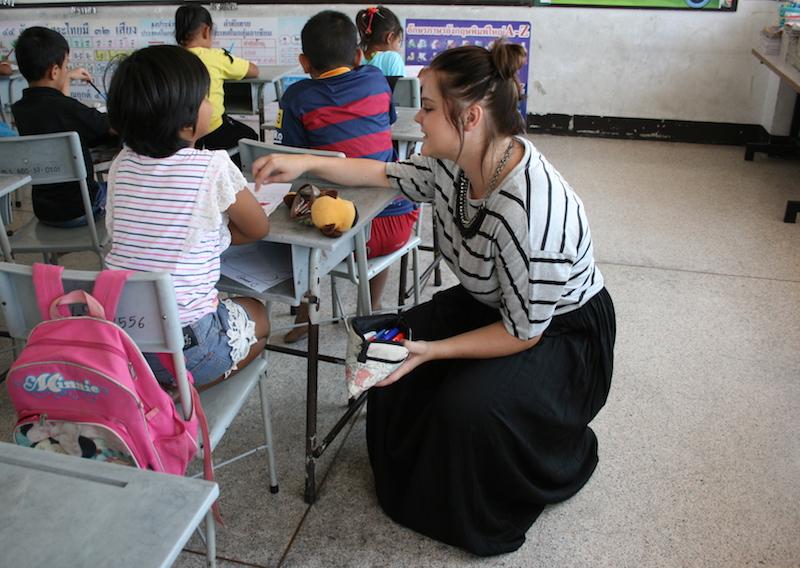 english_teacher_dress_code_Thailand