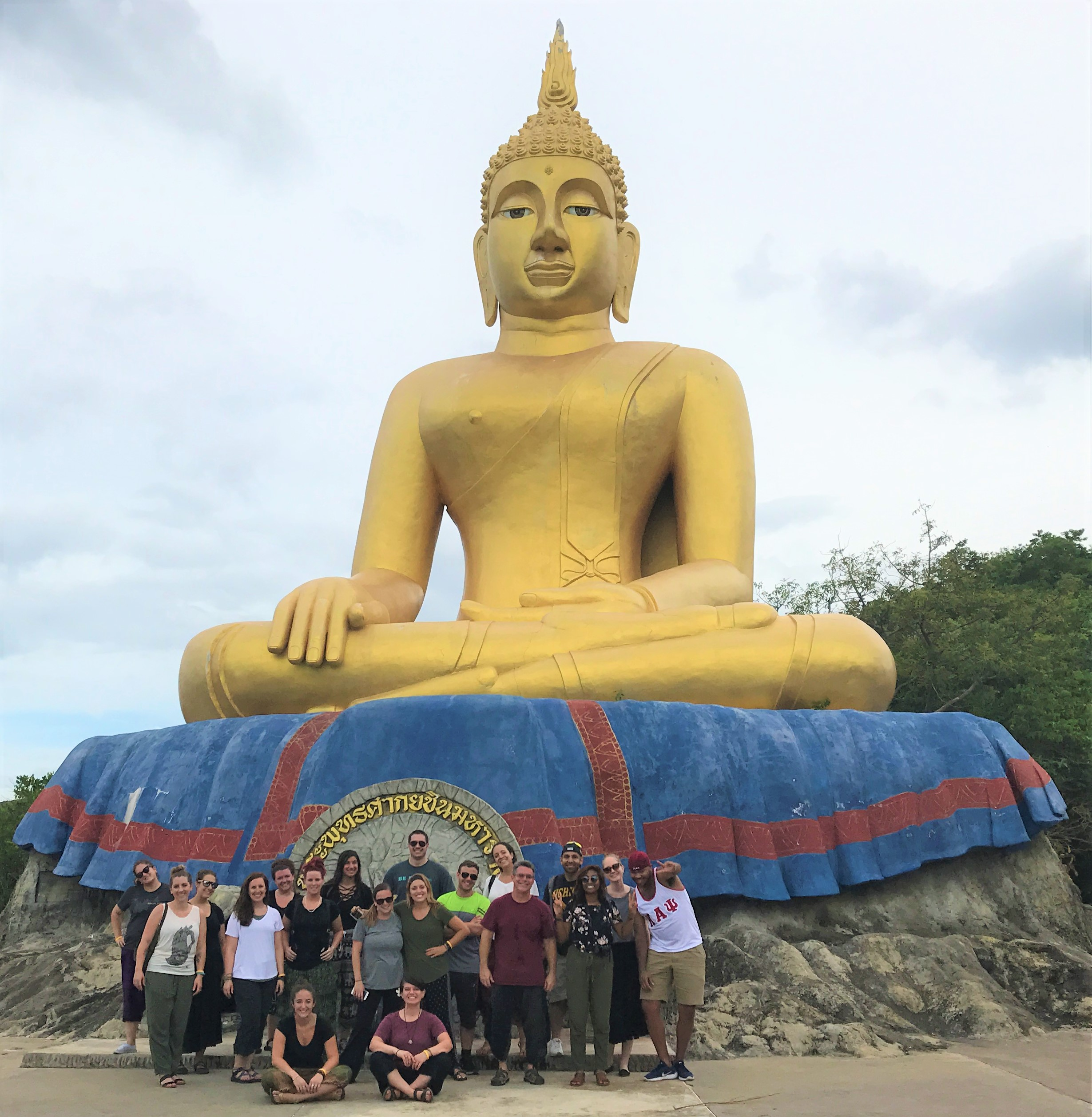 Work in Thailand: Teachers at Wat Thum Khao Tao