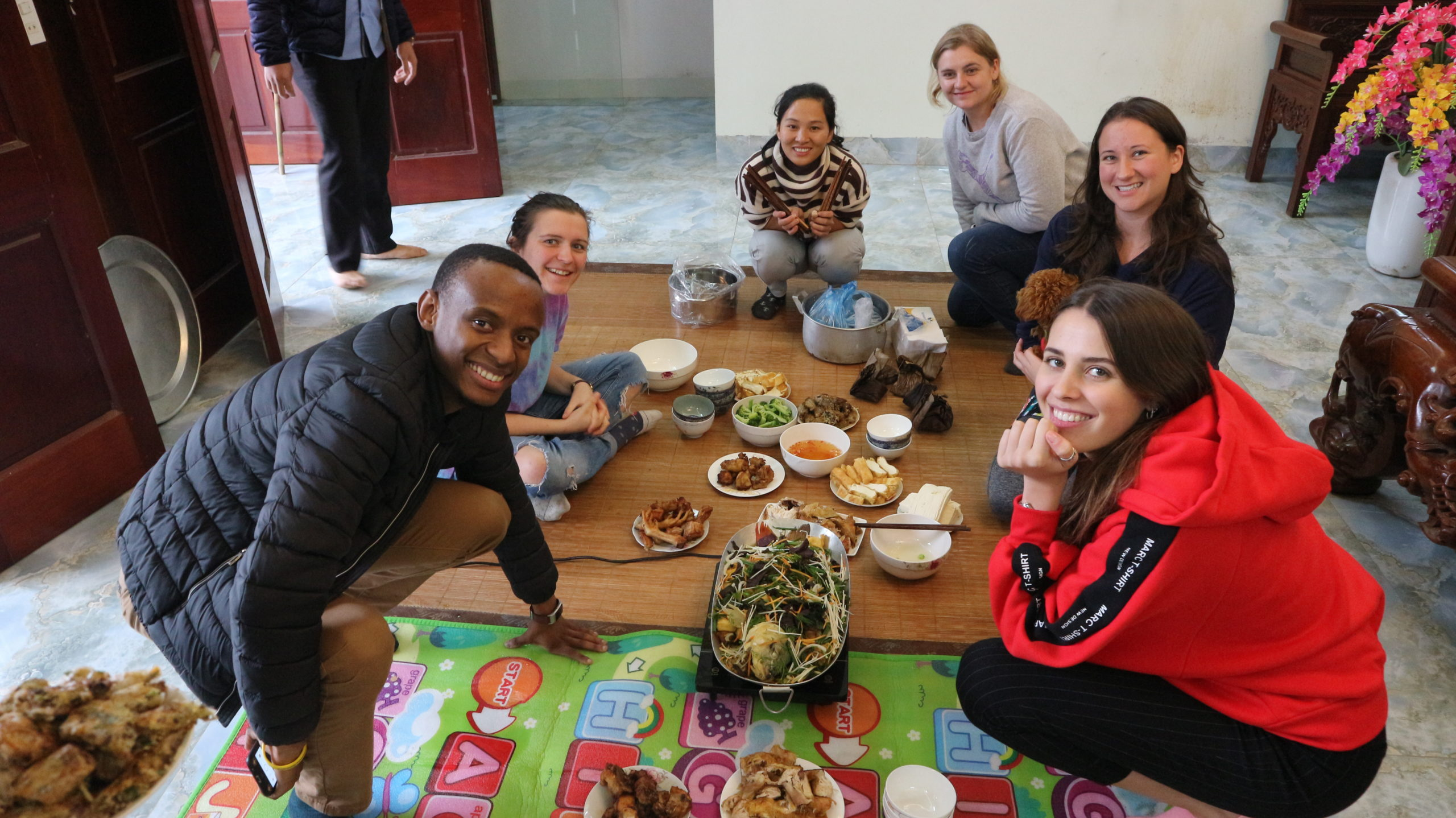 Many people find that the chance to dedvelop lifelong friendships is a valuable element of the in-country TESOL course.